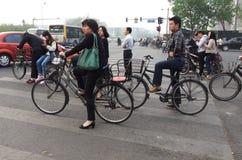 Tráfego de Eco, bicicletas no Pequim Fotos de Stock Royalty Free