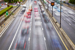 Tráfego de estrada em ruas imagens de stock