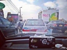 Tráfego de Karachi das horas de ponta foto de stock royalty free