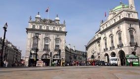 Tráfego de Londres em Piccadilly Circus Timelapse, rua 4K do cruzamento do turista dos povos vídeos de arquivo