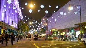 Tráfego de pé na rua Londres de Oxford, Reino Unido video estoque