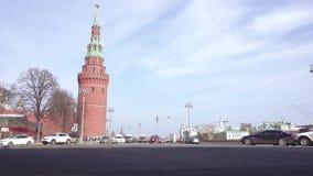 Tráfego dos carros perto do Kremlin filme