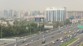 Tráfego em Sheikh Zayed Road, Dubai filme