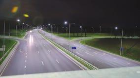 Tráfego em uma estrada video estoque