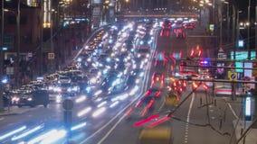 Tráfego louco da noite em um movimento do timelapse da estrada vídeos de arquivo