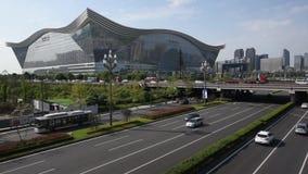 Tráfego na avenida de Tianfu em Chengdu video estoque