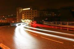 Tráfego na noite Fotografia de Stock Royalty Free