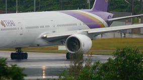 Tráfego no aeroporto de Phuket vídeos de arquivo