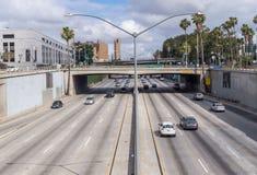 Tráfego ocupado na estrada em Los Angeles, Califórnia imagens de stock royalty free