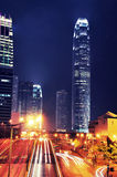 Tráfego ocupado na noite - IFC - Hong Kong Imagem de Stock