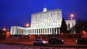 Tráfego perto da casa branca, Moscou da noite, Rússia filme