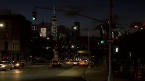 Tráfego que move ao redor New York na noite video estoque