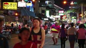 Tráfego rodoviário e povos na estrada da praia em Pattaya, Tailândia filme