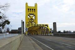 Tráfego sobre a ponte da torre, Sacramento Imagens de Stock