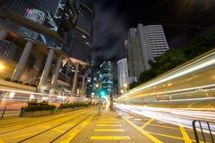 Tráfego urbano na noite Fotos de Stock Royalty Free