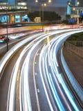 Tráfico céntrico en la noche Fotografía de archivo libre de regalías
