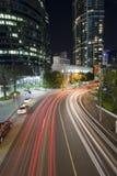 Tráfico de ciudad de Brisbane por noche Fotografía de archivo libre de regalías
