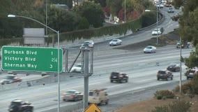 Tráfico de ciudad grande - Los Ángeles - 405 autopista sin peaje - lapso de tiempo - clip 8 almacen de video