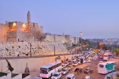 Tráfico de coche en Jerusalén, Israel Foto de archivo libre de regalías