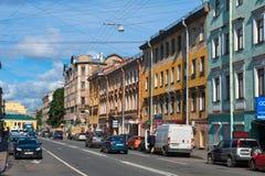 Tráfico de coche en la calle Razyezzhaya Foto de archivo