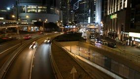 Tráfico de coche en la hora punta en el distrito central de Hong Kong almacen de metraje de vídeo