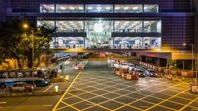 Tráfico de coche en la hora punta en el distrito central de Hong Kong