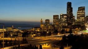 Tráfico de la autopista de la puesta del sol de Seattle metrajes