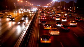 Tráfico de la autopista sin peaje de Pekín en la noche almacen de video