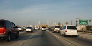Tráfico de la autopista sin peaje en Los Ángeles Imagen de archivo libre de regalías
