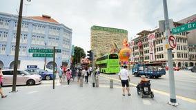 Tráfico de la calle de Chinatown en el distrito de Chinatown, Singapur Imagen de archivo libre de regalías