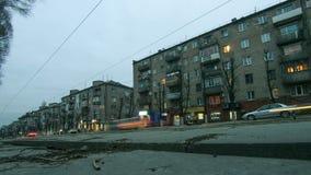 Tráfico de la calle de la ciudad y lapso de tiempo de luces almacen de metraje de vídeo