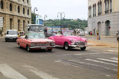 Tráfico de la calle de La Habana, Cuba imágenes de archivo libres de regalías