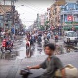 Tráfico de la calle muy transitada de Vietnam Foto de archivo libre de regalías