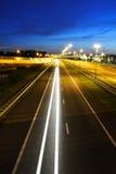 Tráfico de la carretera de la noche Imagen de archivo