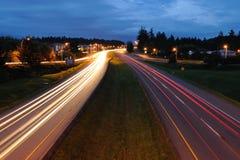 Tráfico de la carretera en la noche Foto de archivo libre de regalías