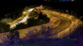Tráfico de la carretera en la noche Jerusalén, Israel metrajes