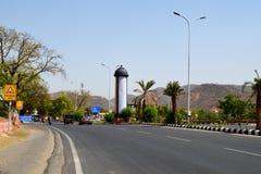 Tráfico de la cercanía de Jaipur cerca de jalmahal, Rajasthán la India Foto de archivo