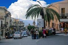 Tráfico de la ciudad de Taormina en Sicilia, Italia fotografía de archivo