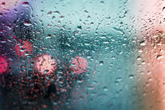 Tráfico de la lluvia imagen de archivo