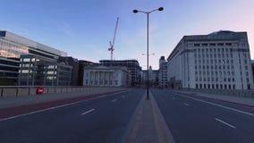Tráfico de la mañana en el puente de Londres metrajes