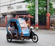Tráfico de la mañana en la calle en Manila Imagen de archivo libre de regalías