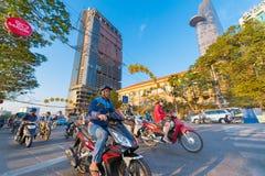 Tráfico de la mañana en Saigon, Vietnam Imagenes de archivo