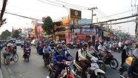 Tráfico de la mañana en Saigon, Vietnam almacen de metraje de vídeo