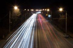 Tráfico de la noche fotos de archivo