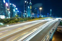 Tráfico de la noche de la ciudad Fotos de archivo