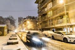 Tráfico de la noche del invierno en Sofía, Bulgaria Fotos de archivo libres de regalías