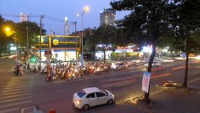 Tráfico de la noche en Ho Chi Minh, Vietnam - timelapse
