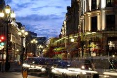 Tráfico de la noche en la calle Londres del regente Fotografía de archivo libre de regalías