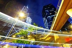 Tráfico de la noche en la ciudad de Hong-Kong Imágenes de archivo libres de regalías