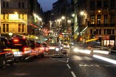 Tráfico de la noche en Londres Imagenes de archivo